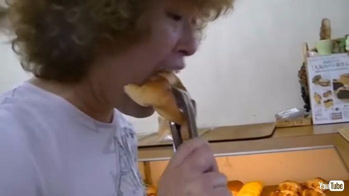 【動画】元お笑いコンビ「バッチグー」のモックン、「会計前に店内で商品を食べる」など迷惑動画を投稿し炎上   天邪鬼