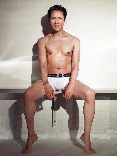 GACKTがジーンズを引きずり下ろした写真をインスタに投稿 ファンが興奮