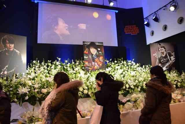 黒沢健一さん偲ぶ会、多くのファンが涙…「まだ信じられない」 (オリコン) - Yahoo!ニュース