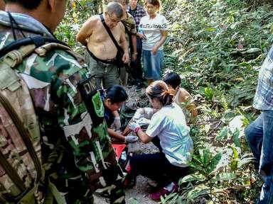 ワニとセルフィー試みた観光客、脚かまれる タイ国立公園 写真3枚 国際ニュース:AFPBB News