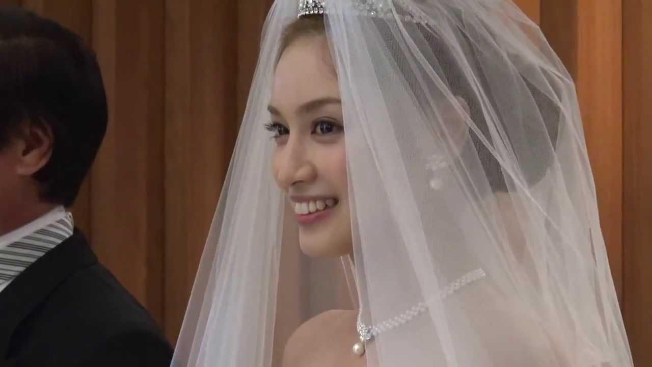 平愛梨 ブライダルフェアでウエディングドレス姿を披露!(2013/5/12) - YouTube