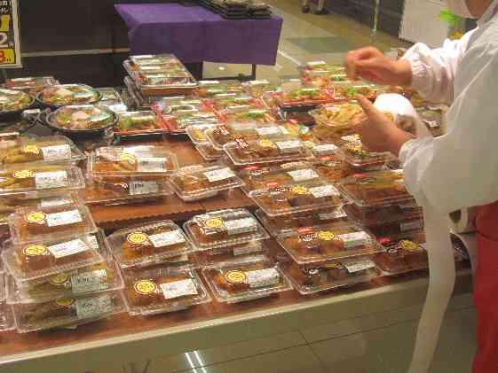 今、惣菜売り場にいます。