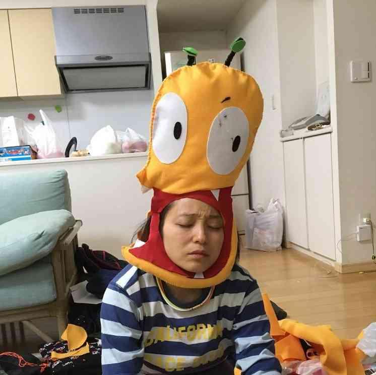 【エンタがビタミン♪】金田朋子 「おしりかじり虫」の被り物を夜なべして完成 疲労困憊でグッタリ | Techinsight|海外セレブ、国内エンタメのオンリーワンをお届けするニュースサイト