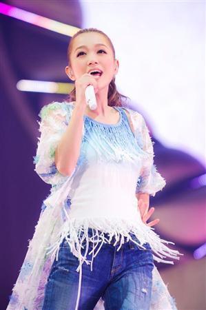 ソロ歌手平成女子初!西野カナ、単独ドームツアーに意気込み「温かいライブに」 (サンケイスポーツ) - Yahoo!ニュース