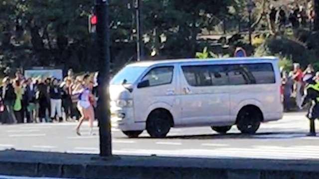 箱根駅伝、選手とワゴン車あわや衝突 警視庁が規制ミス (朝日新聞デジタル) - Yahoo!ニュース