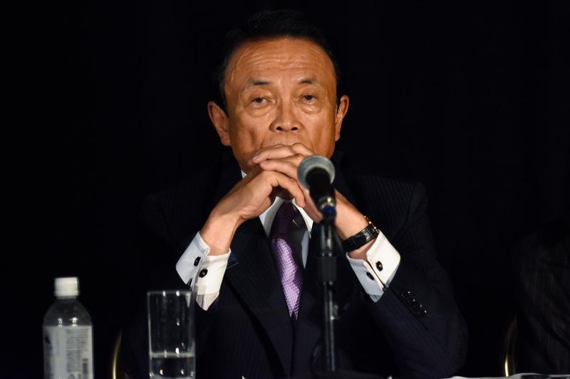日韓通貨スワップ協議中断、麻生財務相「信頼ないと安定しない」| ロイター