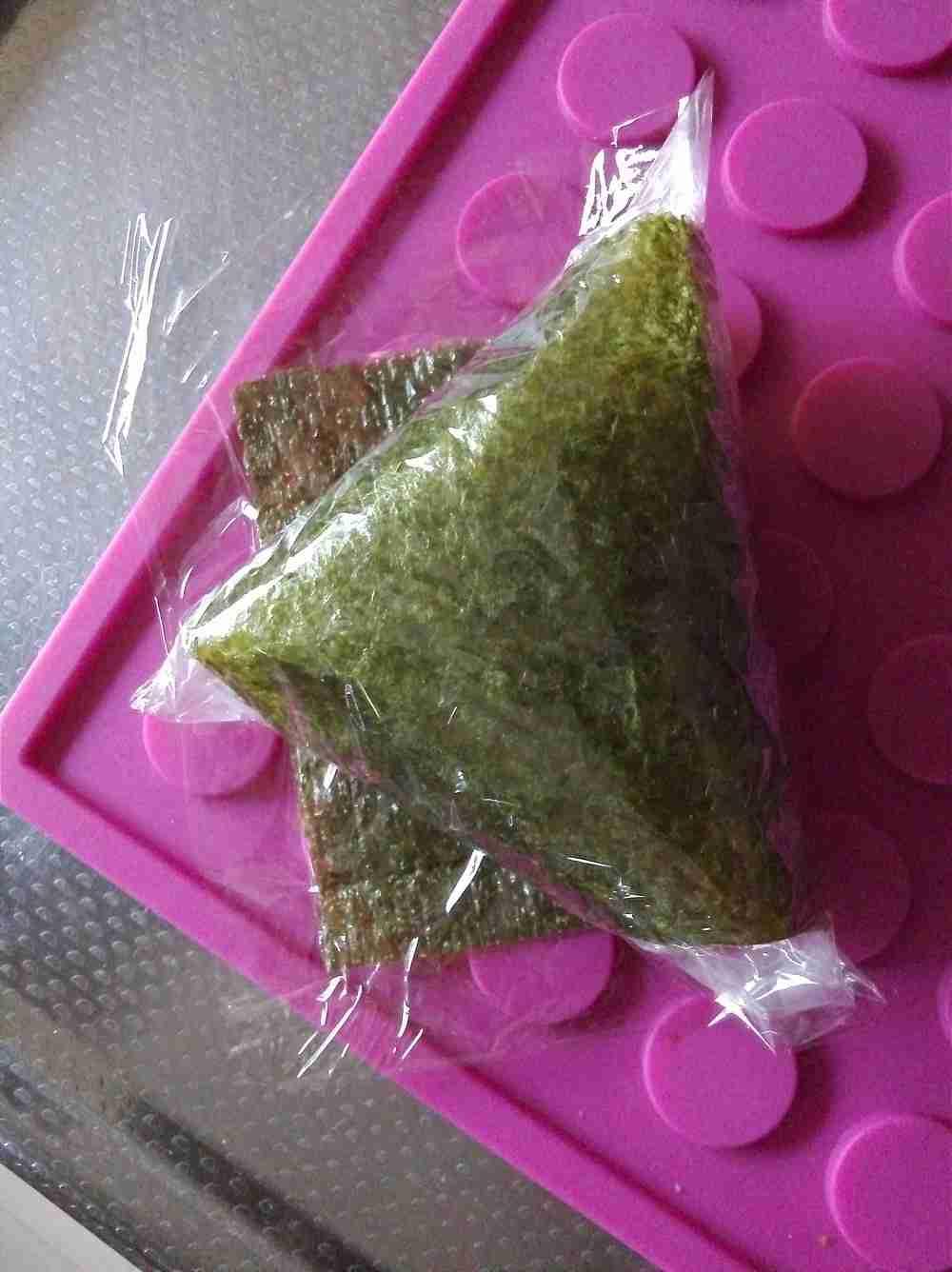 【海苔パリパリ】「コンビニおにぎり」の包装はラップで自作できた!
