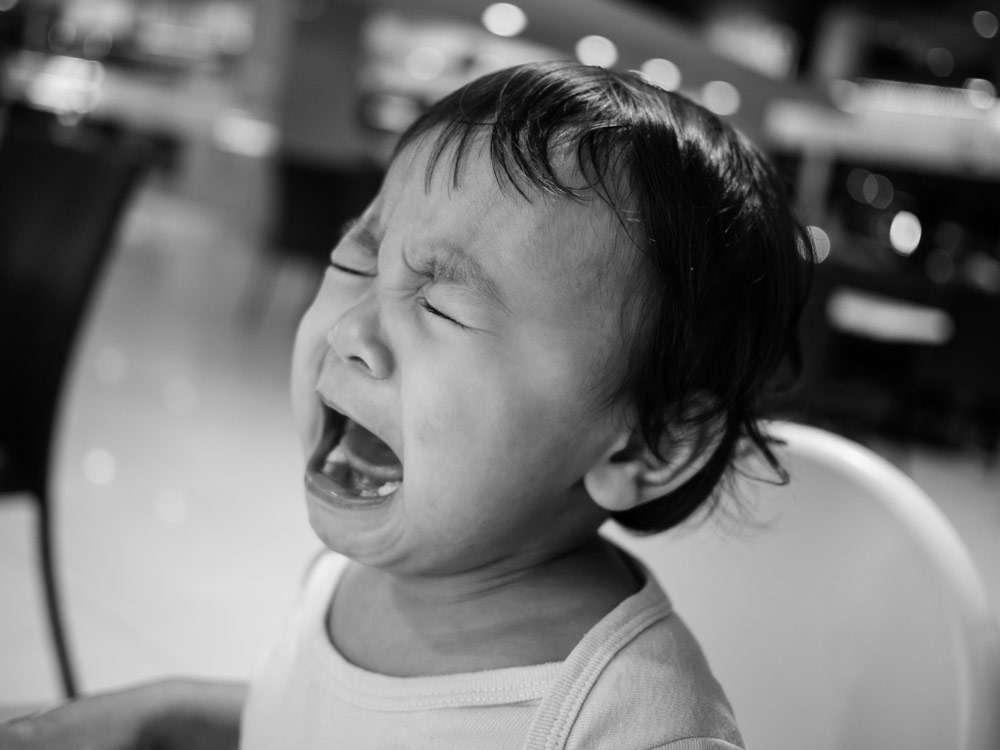 大泣き大暴れの子どもの対応