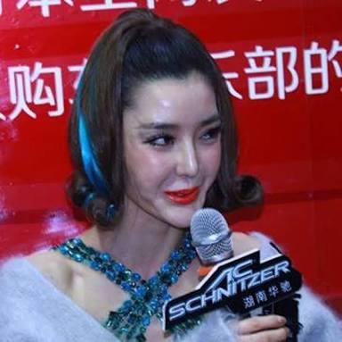 「キレイになりすぎよ」整形美女の友達を嫉んだ女、顔を切りつける(中国)