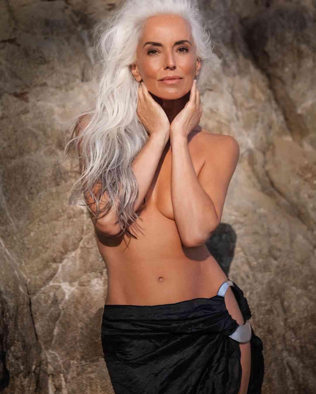 美魔女過ぎる米国の61歳の水着モデル 再び注目度が高まる