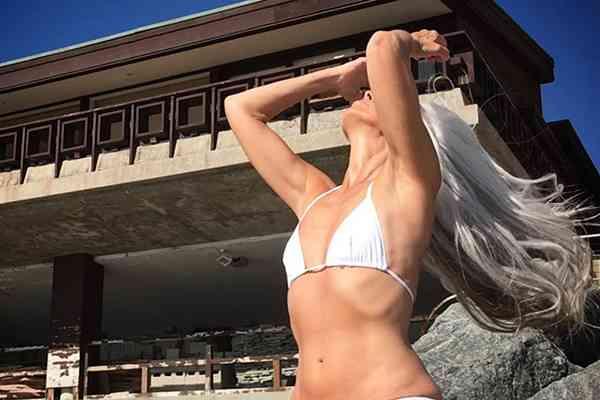 美魔女過ぎる米国の61歳の水着モデル 再び注目度が高まる - ライブドアニュース