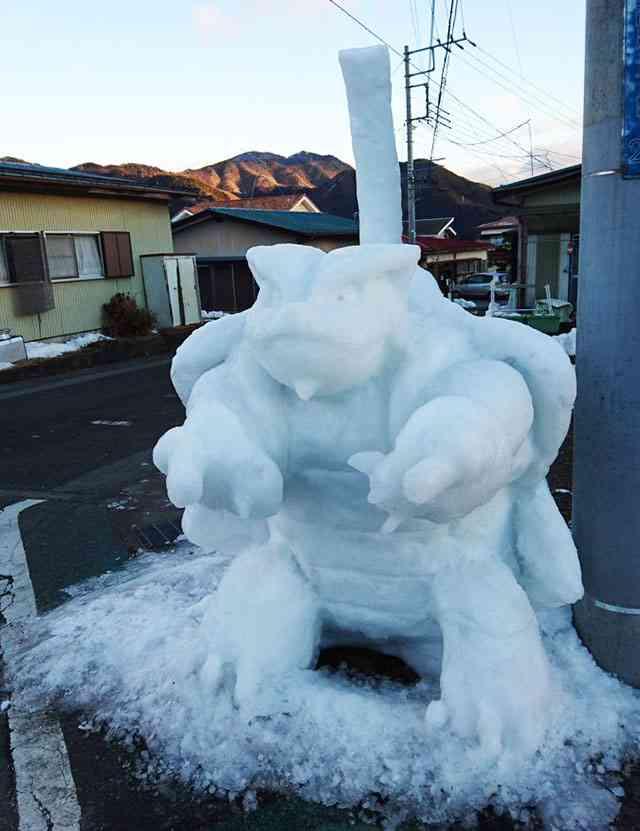 「朝起きたら、近所の雪像が進化しとった!」レベルが高すぎる雪像が話題に