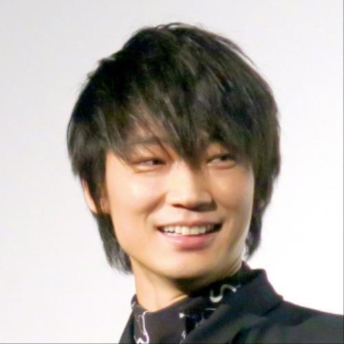 綾野剛が飲酒トークで暴走「旬なんて別にかっこよくない、山田は毛玉」 : スポーツ報知
