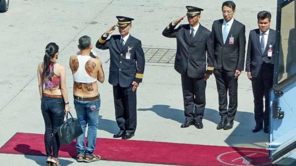 タイの新国王になったワチラーロンコーンが超絶オラオラ系でヤバイ