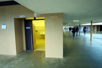 授業中トイレ許さずバケツへ排尿指示、元女子生徒に1.4億円賠償(米)