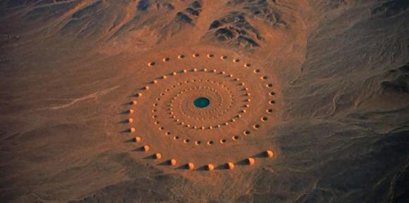 何このワクワク感!砂漠の真ん中にあるスペースファンタジーな螺旋状の巨大サークル「デザート・ブレス」 : カラパイア