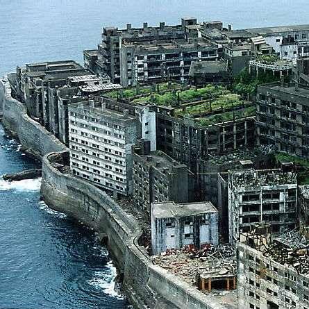 【昔の写真】まだ人が住んでいた頃の軍艦島【当時の生活】 - NAVER まとめ