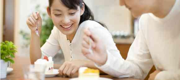 好きな人、彼氏と一緒に食事する時普段通り食べれますか?