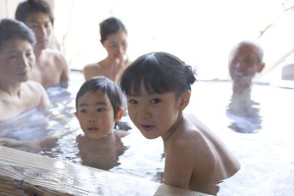 入場禁止にして!「温泉で遭遇した親子」のドン引き行動3選 – しらべぇ | 気になるアレを大調査ニュース!