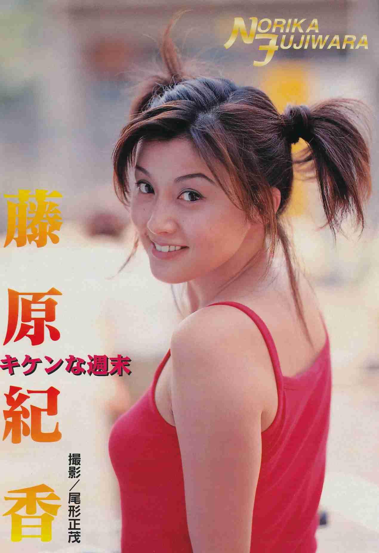 「45歳に見えない美しさ」藤原紀香が胸元を公開、久々の洋服姿にイキイキ!?