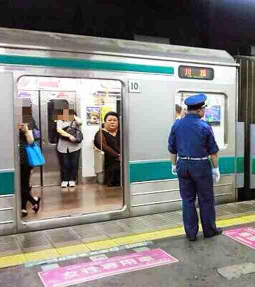 【電車通勤中のあなた】前後左右の状況を報告せよ