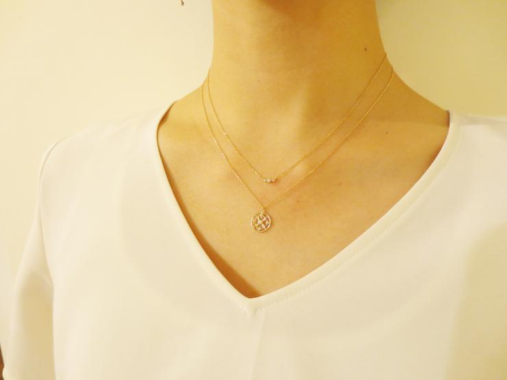 素敵なネックレスの重ね付けコーディネートを貼ってください