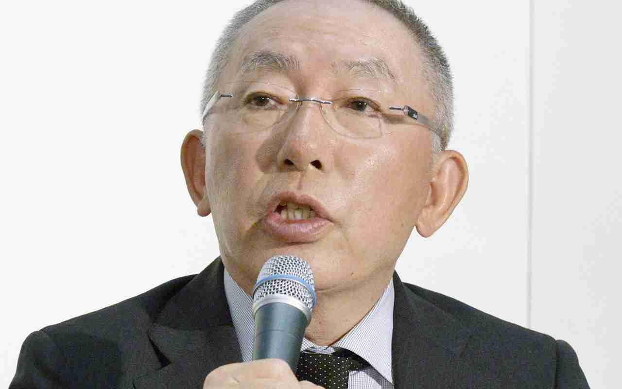 横田氏、カンボジアのユニクロ下請け工場に潜入 | 文春オンライン