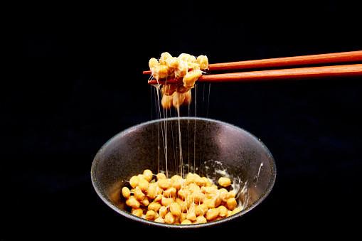 洗うのが面倒?むしろ洗って!「納豆のネバネバ」には汚れを落とす効果があった。 - Spotlight (スポットライト)