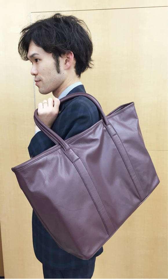 男の肩掛けトートバッグはキモい?