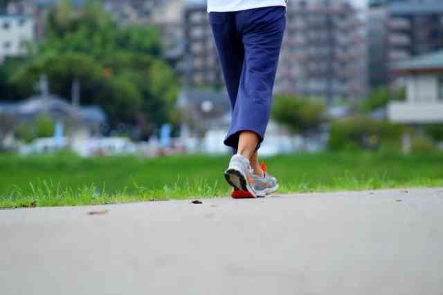 ウォーキングで小顔になる?歩いて顔痩せ効率が上がる理由と方法  |  FACE CLUB
