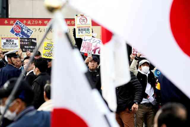 難民受け入れ、賛否両派デモ 大宮では繁華街が一時騒然、名古屋、福岡でも