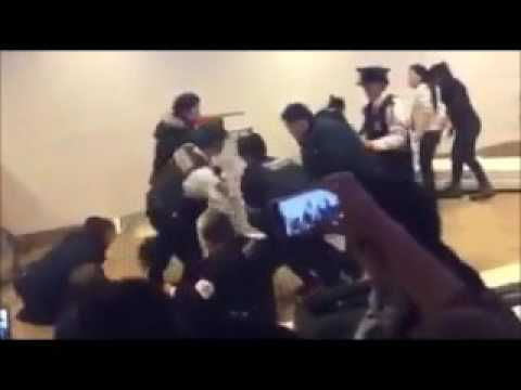 新千歳空港で中国人が大暴れ【中国人在新千歳機場喧哗】 - YouTube