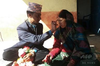 伴侶殺し同士の男女受刑者、獄中結婚 ネパール 写真2枚 国際ニュース:AFPBB News