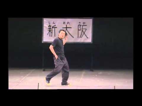 大阪市営地下鉄の駅員がホームを歩く時 - YouTube