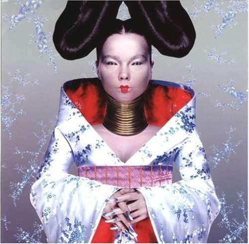 撮影で日本人女性の格好をしたモデルのカーリー・クロスが謝罪…人種差別との批判受け