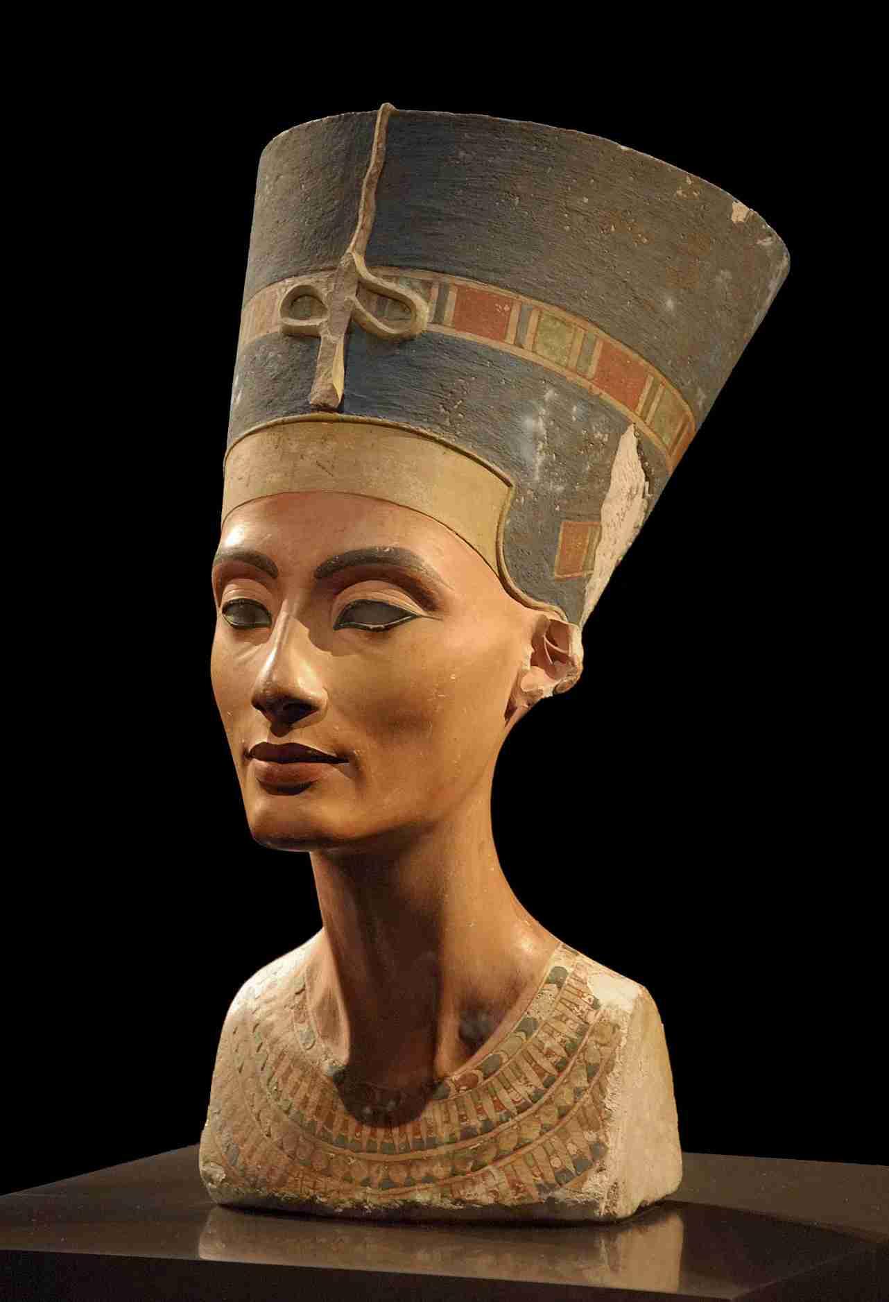 ネフェルティティの胸像 - Wikipedia