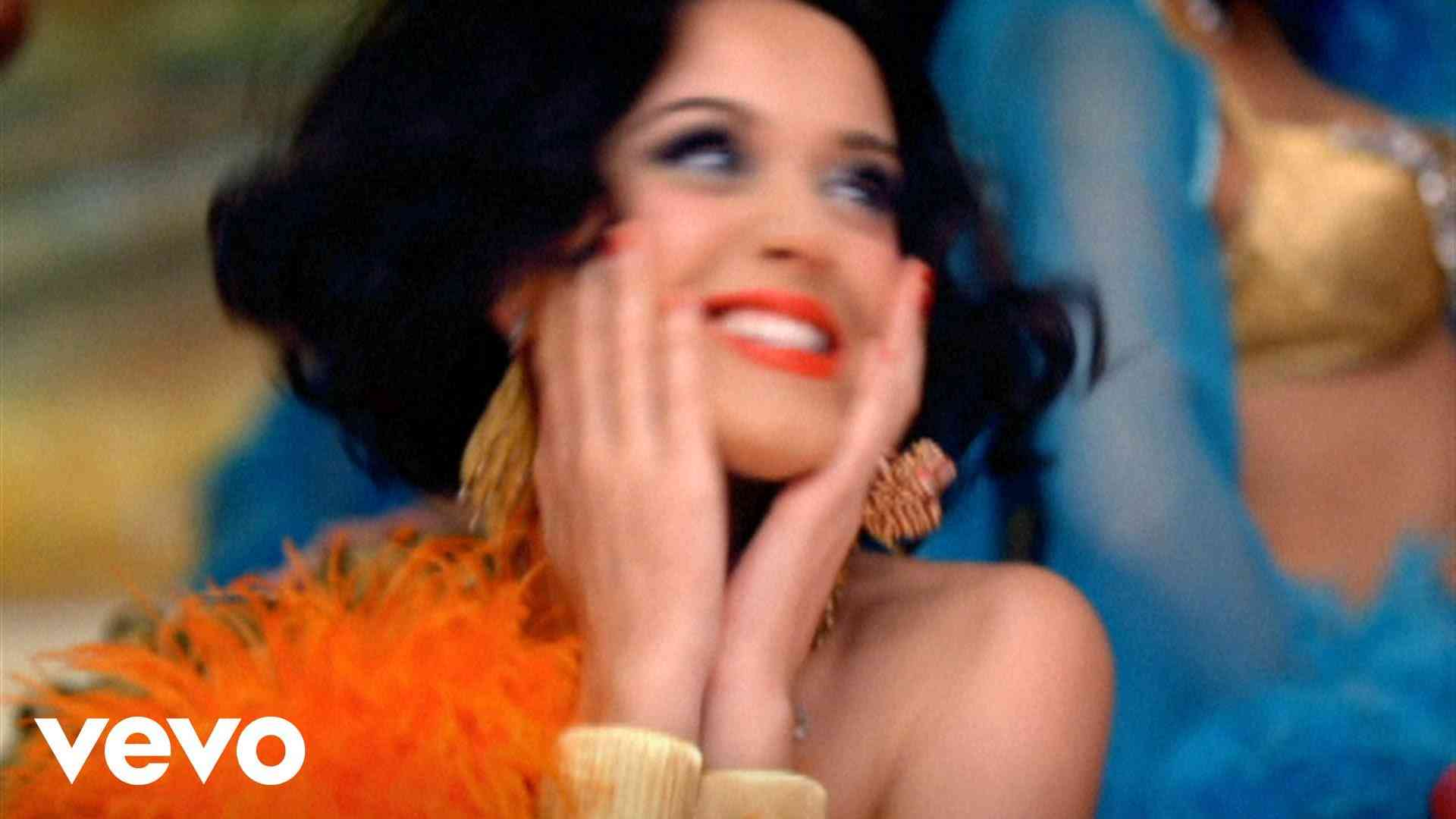 Katy Perry - Waking Up In Vegas - YouTube