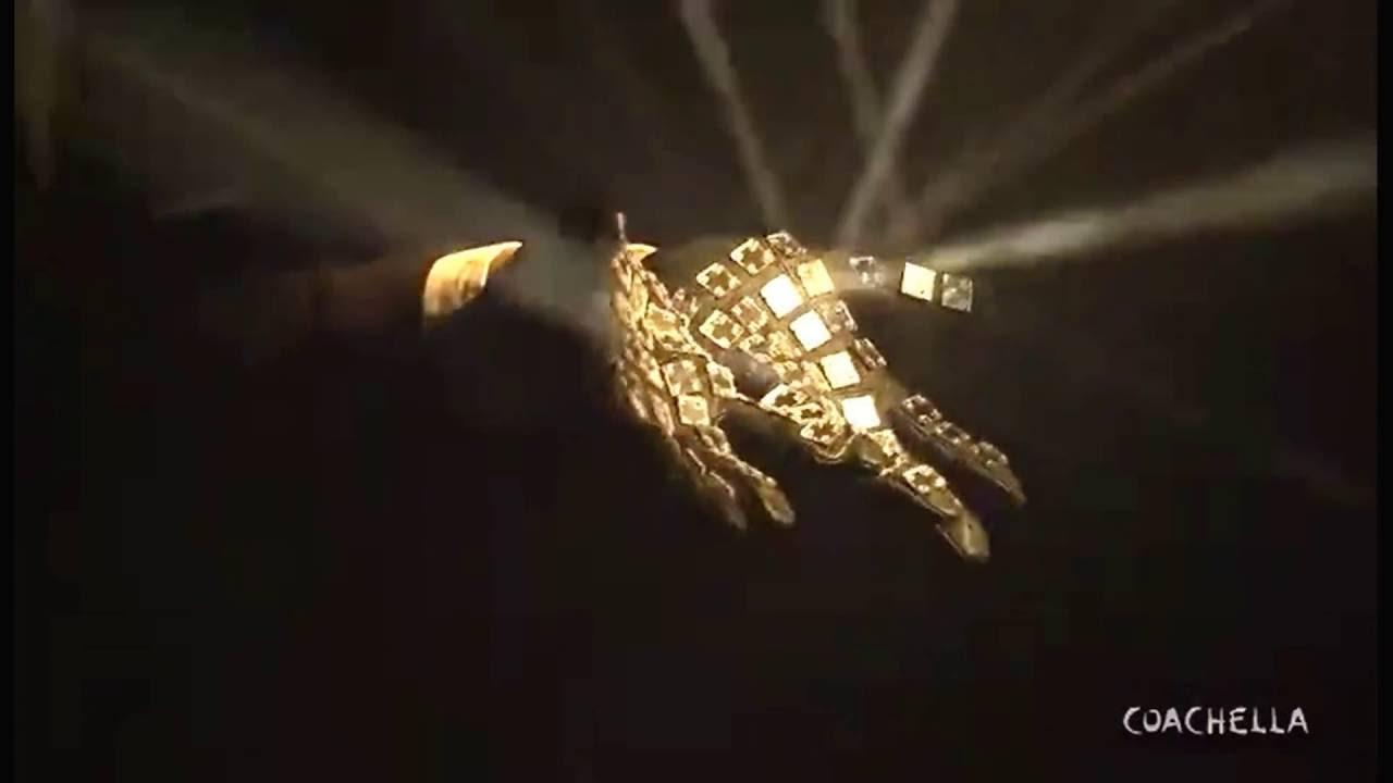 Sia - Diamonds - Live From Coachella - YouTube