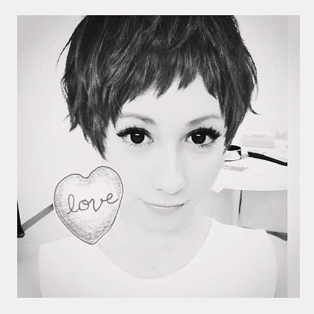 ダレノガレ明美、ショートヘア姿を公開「木村カエラちゃんに似てる」と反響