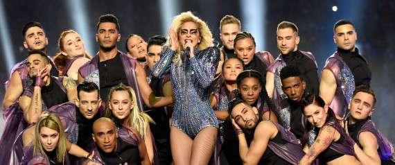 米歌手レディー・ガガ「自分の身体を誇りに思う」、体型批判を一蹴