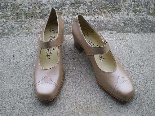 幅が狭い靴
