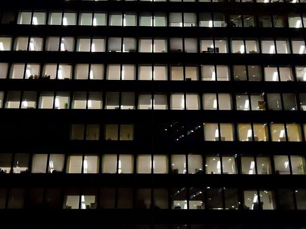 残業「月最大100時間までOK」にネットの怒り爆発