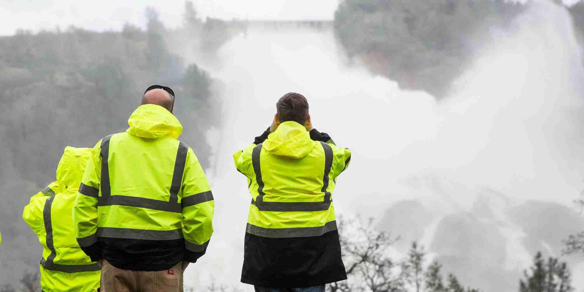 巨大ダムの緊急排水路が崩壊危機 カリフォルニア州で13万人に避難勧告