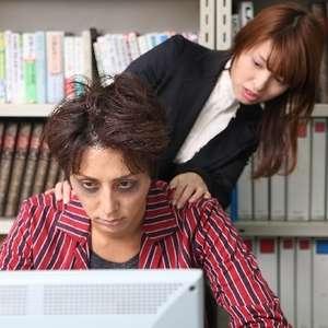 残業に苦しむ同僚に、手を差し伸べるべきなのか?ネット民は大反対「判断するのは上司」「中途半端な優しさはお互いを傷付けるだけ」