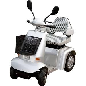 高齢者が乗る電動シルバーカーについて