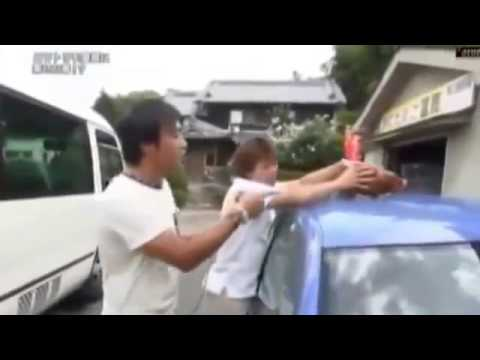 探偵!ナイトスクープ 『屋根にニワトリを乗せて走る車!?』 - YouTube