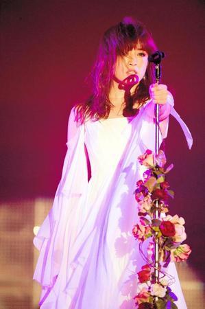 浜崎あゆみ、ツアーで自身の記録更新 最長・最多衣装・最多曲数
