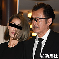 吉田鋼太郎、夫婦ゲンカで渋谷警察署が出動 年下の元クラブママと | デイリー新潮