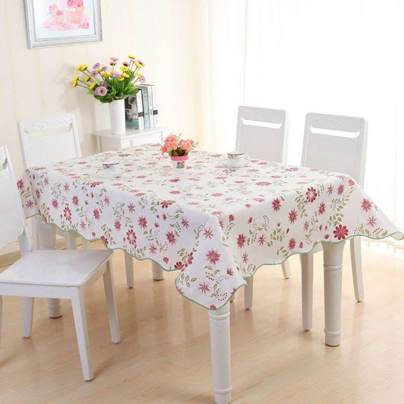 ダイニングテーブルにテーブルクロス敷いてますか?