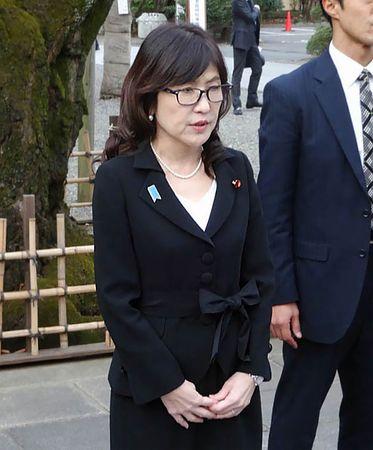 稲田明美防衛相が靖国神社参拝、就任後初「未来志向に立ち」
